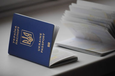 Черги за закордонними паспортами можуть збільшитися