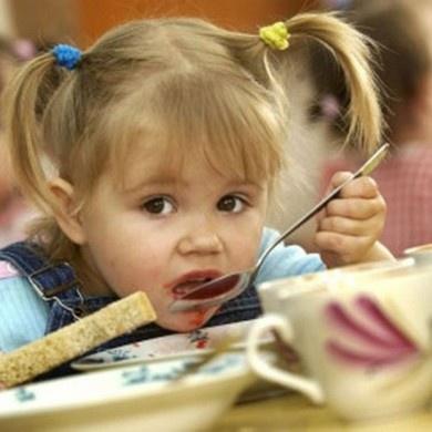 У дитсадках Чернівців замість цукру дають згущенку з медом