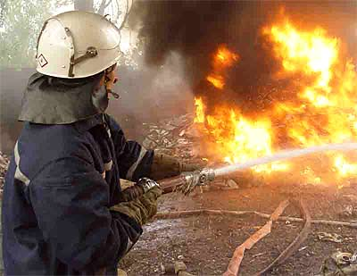 На Буковині через спалювання трави горіли два будинки