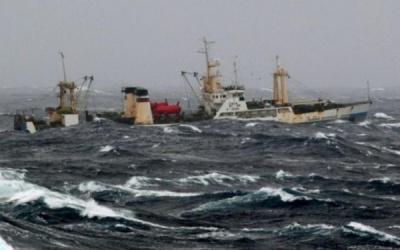 Біля Камчатки затонув траулер. 54 людини загинули