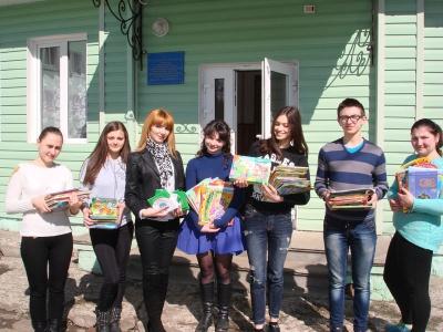 Студенти в Чернівцях дарували дітям книги