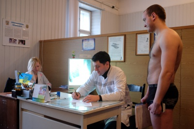 У Чернівцях строковики масово не з'являються на медкомісії (ФОТО)