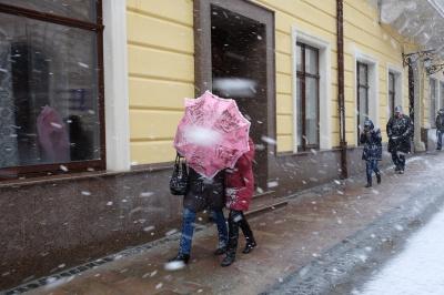 Чернівці посеред весни засипало снігом (ФОТО)