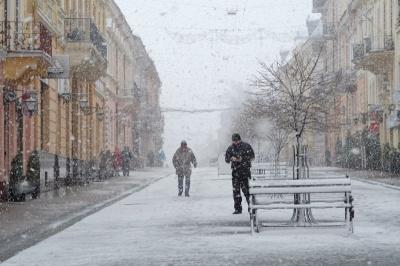 Дощ зі снігом Буковині прогнозують ще кілька днів