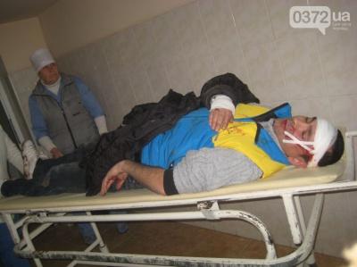 У Чернівцях невідомі побили громадського активіста