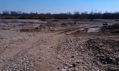 Буковинські фірми не заплатили 200 тисяч за гравій з річки