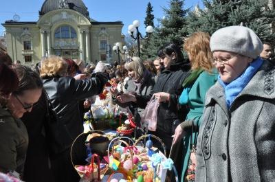 У Чернівцях продавали великодні вироби, щоб допомогти солдатам (ФОТО)