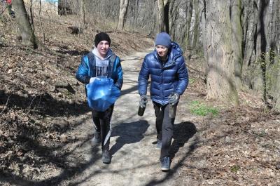 У Чернівцях школярі змагалися у прибиранні парків (ФОТО)
