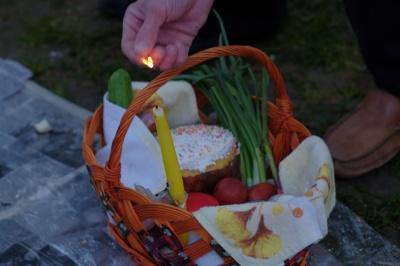 На Великдень на Буковині до свяченого збиралася вся родина