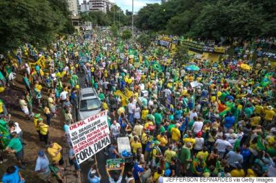 У Бразилії сотні тисяч людей вийшли на антиурядові демонстрації