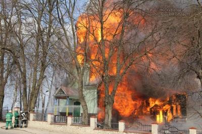 На Тернопільщині на Великдень ущент згоріла церква (ВІДЕО)