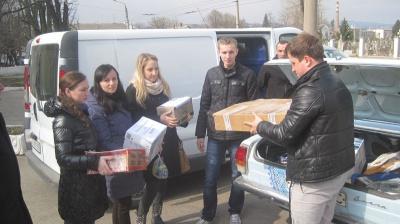 Буковинські студенти-медики передали гостинці воїнам АТО