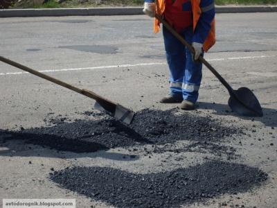 На буковинських дорогах зроблять лише ямковий ремонт