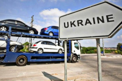 В Україні спецмита на імпорт легкових авто знизилися вдвічі
