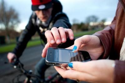 На Кіцманщині затримали неповнолітнього, який поцупив у дівчини мобілку