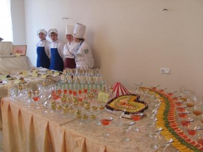 Студенти в Чернівцях виготовляли патріотичні млинці (ФОТО)