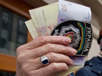 """На Буковині міліціонер обіцяв за 800 гривень допомогти """"відкосити"""" від армії"""