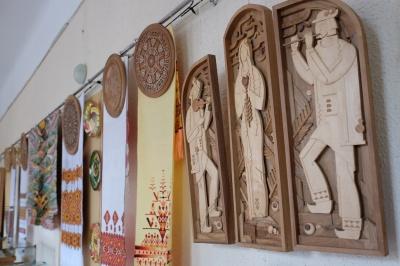 Умельцы Вижницкого колледжа прикладного искусства привезли в Черновцы пасхальные произведения (ФОТО)
