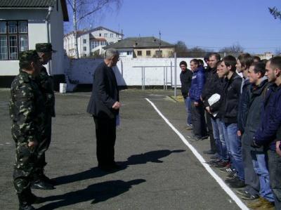 Юнаки з Буковини служитимуть у полку Президента