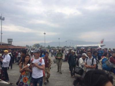 Кількість загиблих від землетрусу у Непалі наближається до 900. В країні оголосили надзвичайний стан