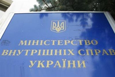 """У МВС назвали """"ненадійні"""" волонтерські організації"""