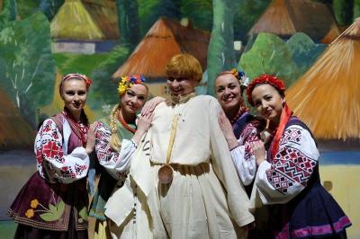 """""""Так уміють жартувати тільки українці"""", - буковинці про прем'єру """"Сватання на Гончарівці"""""""