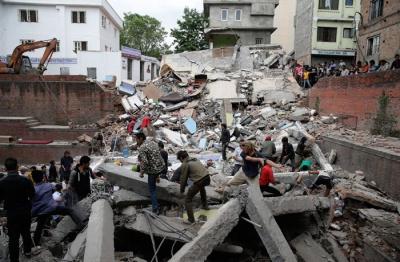 У Непалі продовжують реєструвати підземні поштовхи. Кількість жертв постійно зростає