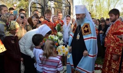 Митрополит Онуфрій провів літургію у монастирі на Буковині (ФОТО)