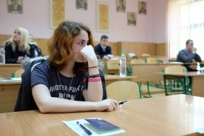 У вісьмох буковинців знайшли мобілки під час ЗНО з української мови