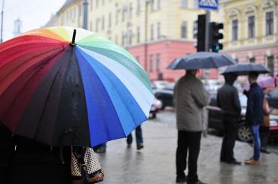 На Буковині - прохолодно і дощ з грозою