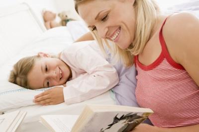 Казки перед сном позитивно впливають на дитину