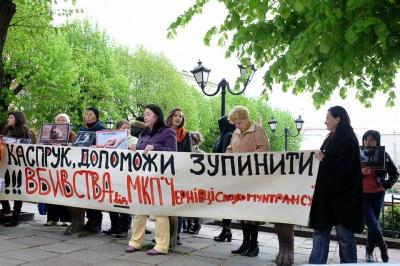 Захисники тварин в Чернівцях пікетують міськраду (ФОТО)