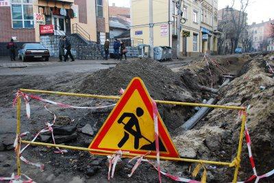 До кабінету, де відбувається тендер по вулиці Хмельницького, не пустили ні ЗМІ, ні мера. Забіг лише Бешлей
