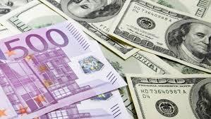 НБУ: Українці здають валюти у сім разів більше, ніж купують