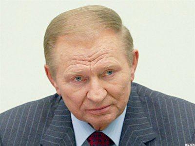 У Чернівецькому аеропорту сів літак із Леонідом Кучмою