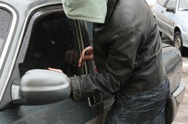 """Студент-другокурсник із Чернівців за місяць викрав три """"Жигулі"""""""