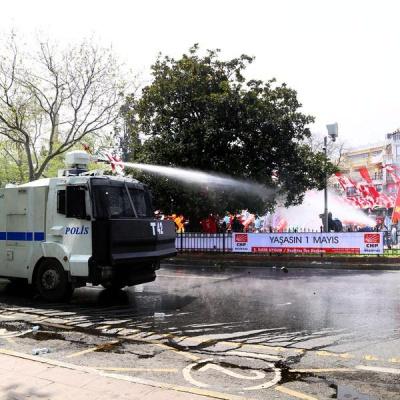 У Стамбулі поліція розігнала демонстрантів водометами
