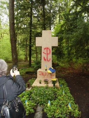 На мюнхенському цвинтарі осквернили могилу Бандери