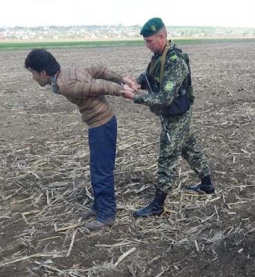 На Буковині на кордоні затримали нелегала-пакистанця