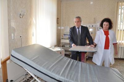 Французи передали медобладнання лікарні на Буковині