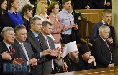 Митрополит Онуфрій з Буковини не підвівся, коли зачитували імена героїв АТО
