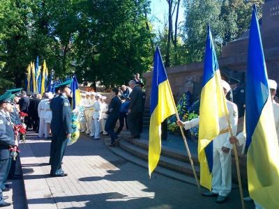 У Чернівцях вшанували воїнів-визволителів на Соборній площі (ФОТО)