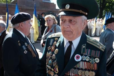 9 травня у Чернівцях: ветерани згадують війну (ФОТО)