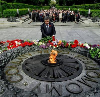 Порошенко: Україна більше не відзначатиме День перемоги за російським сценарієм