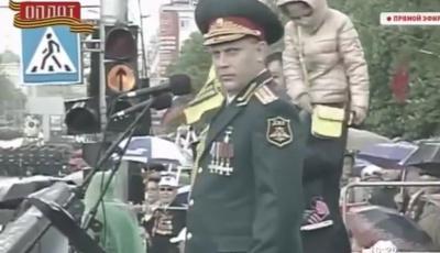 """П'яний Захарченко приймав """"парад"""" у Донецьку (відео)"""