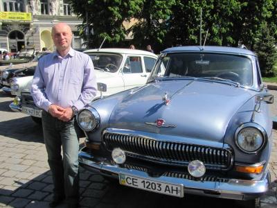 Чернівецький лікар відновлює раритетні автомобілі