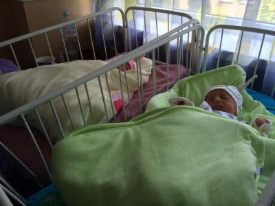 У Чернівцях новонародженій двійні подарували вишиванки (ФОТО)