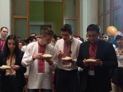 Студенти на історичному факультеті провели ярмарку з буковинськими стравами (ФОТО)