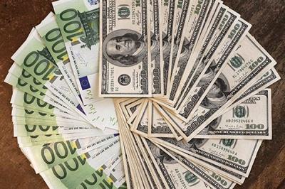 Долар і євро після вихідних в Україні здорожчають - курси валют Нацбанку