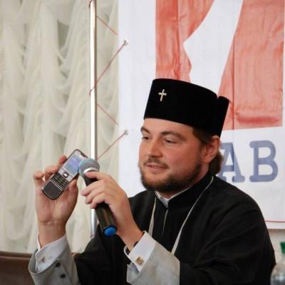 Митрополит Онуфрій з Буковини звільнив найбільш проукраїнського церковника УПЦ МП